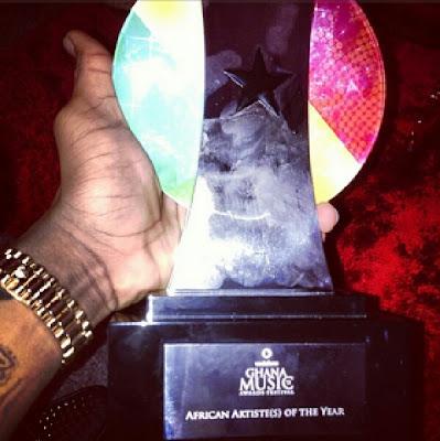 Wizkid shows off his Award